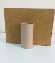 Madera y tubo de cartón.